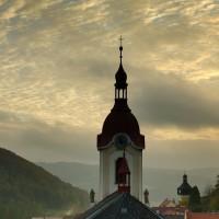 Pohled na kostel a náměstí