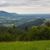 Pohled z Gruně na Beskydy a do roviny