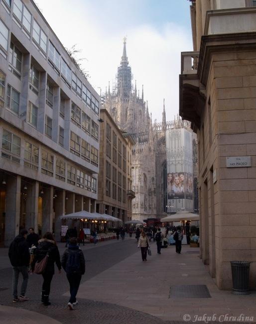 Corso Vittorio Emaulele II a v pozadí Duomo di Milano