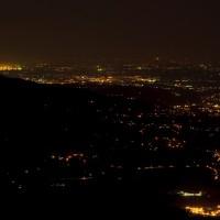 A je úplná tma! Vlevo je vidět část Ostravy, přímo pod námi je Čeladná a Ostravice, kousek dál Frýdlant. A na obzoru je vidět Havířov