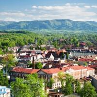 Pohled z Piastovské věže na Český Těšín a Beskydy