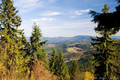 Pohled z Velkého Stožku do údolí Wisly a na polské Beskydy