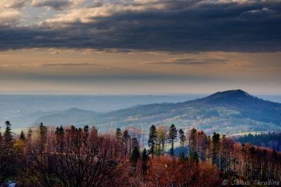 Pohled z Malého Sošova na Ostrý vrch a Babí horu